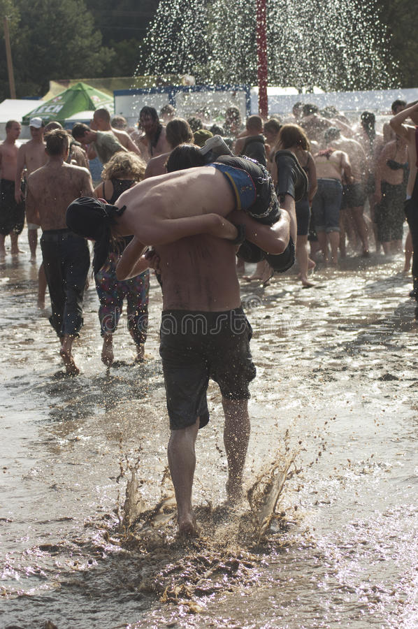 KOSTRZYN, POLONIA, festival de Przystanek Woodstock. fotos de archivo libres de regalías