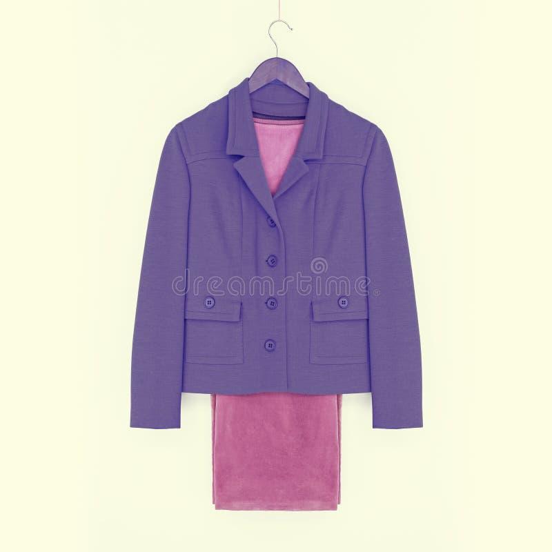 Kostuum, purper jasje en roze broek royalty-vrije stock foto
