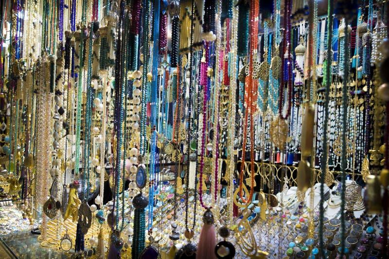 Kostuumjuwelen op de markt royalty-vrije stock foto