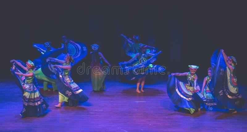 Kostuums 3 de volksdans van Axi sprong-Yi van het dansdrama stock foto's