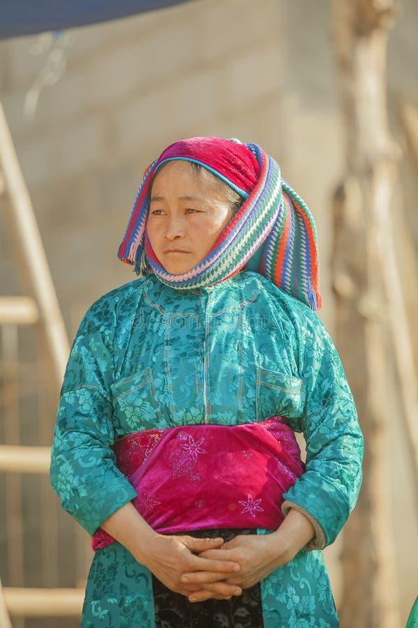 Kostuums van etnische minderheidvrouwen stock afbeelding
