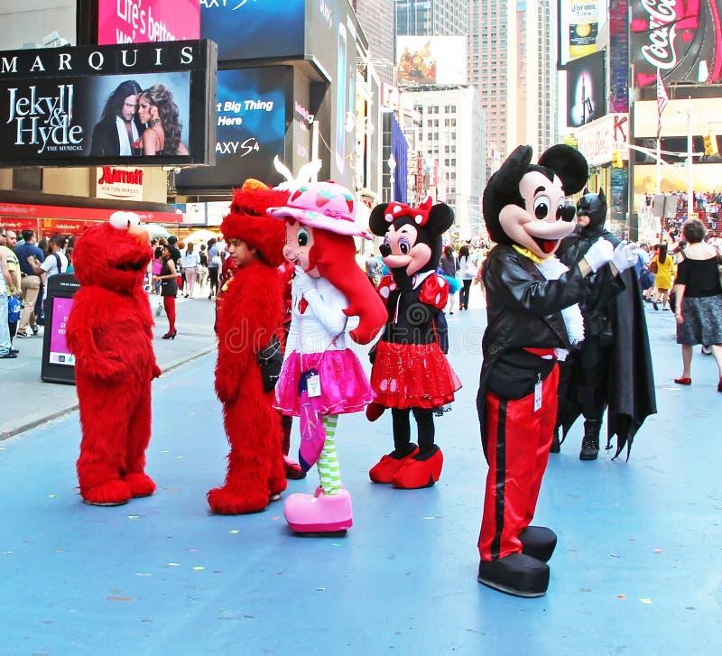 Kostymerade tecken i Times Square royaltyfri fotografi