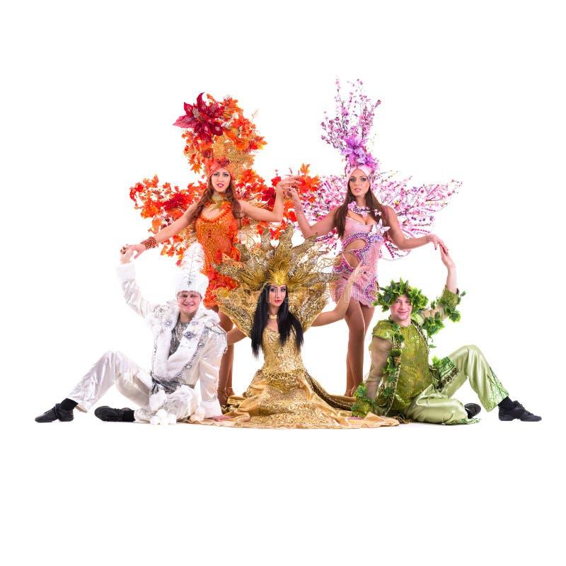 Kostymerar den bärande karnevalet för dansarelaget dans arkivbilder