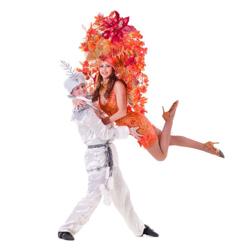Kostymerar den bärande karnevalet för dansarepar dans royaltyfri bild