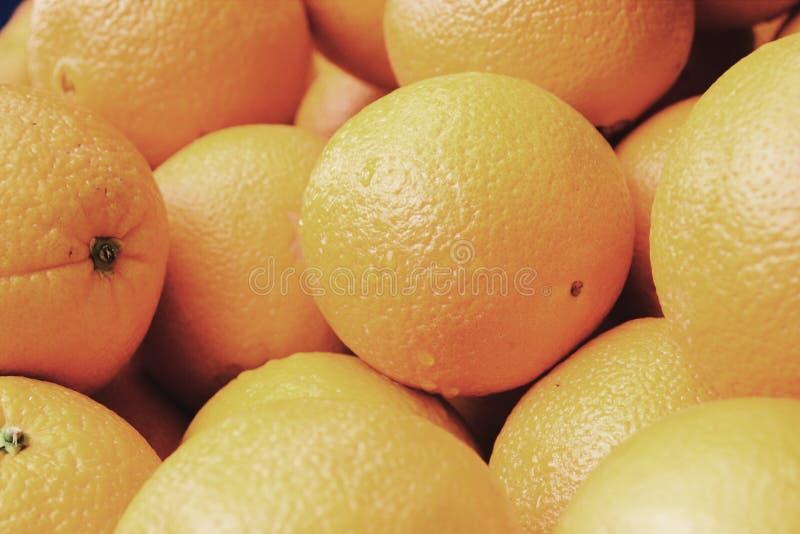 Download Kosz pomarańcze zdjęcie stock. Obraz złożonej z kolorowy - 106907942