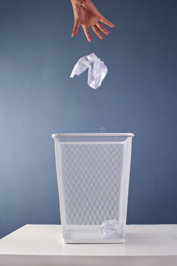 kosza biura papieru odpady obraz stock