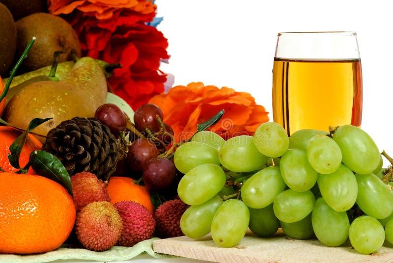 kosza owocowy gronowego soku biel zdjęcie royalty free