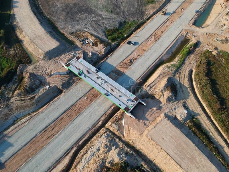 KOSZALIN, ΠΟΛΩΝΙΑ - 1 Αυγούστου 2018 - εναέρια άποψη σχετικά με την οδική S6 παράκαμψη πόλεων Koszalin ` s, περιοχή του κτήματος  στοκ εικόνες με δικαίωμα ελεύθερης χρήσης