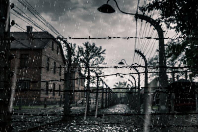 Koszaruje i ogrodzenie, Niemiecki śmiertelny obóz Auschwitz II obraz stock