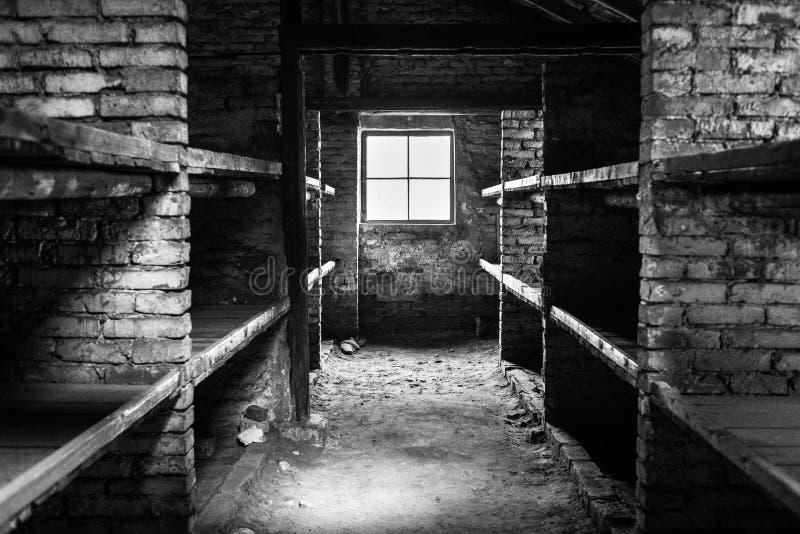 Koszaruje inside żywego pokój przy koncentracyjnym obozem Auschwitz Birke obraz stock