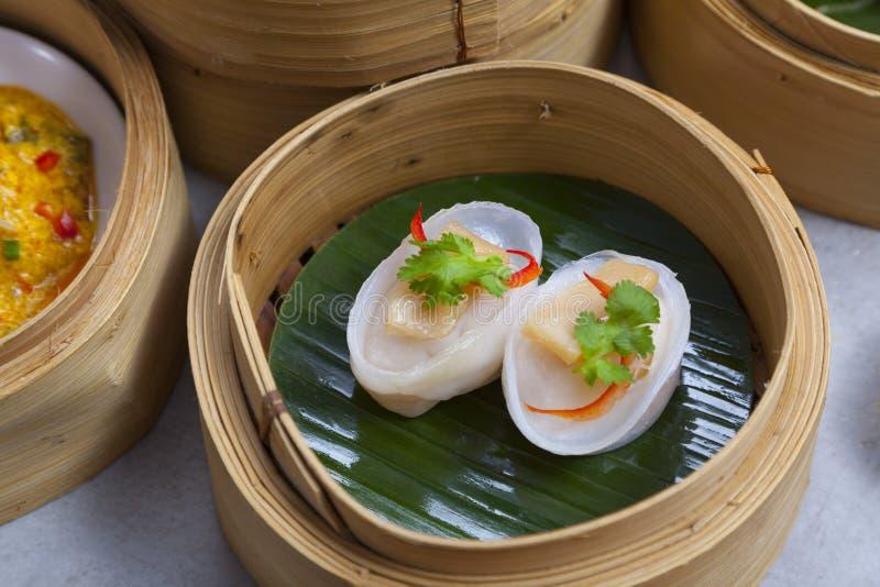 Kosze dimsum, chińczyk dekatyzowali jedzenie w bambusowym koszu obraz stock