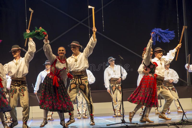 Koszecin, Polska, Lipiec 2, 2015: Koncert piosenka Ensemb i taniec fotografia stock