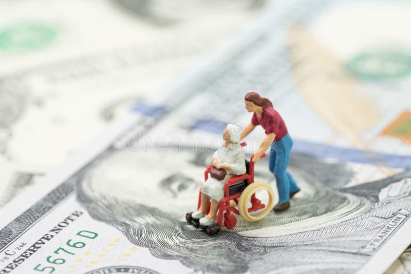Koszt emerytura utrzymanie, ubezpieczenie zdrowotne lub medyczny przemysł, obraz royalty free