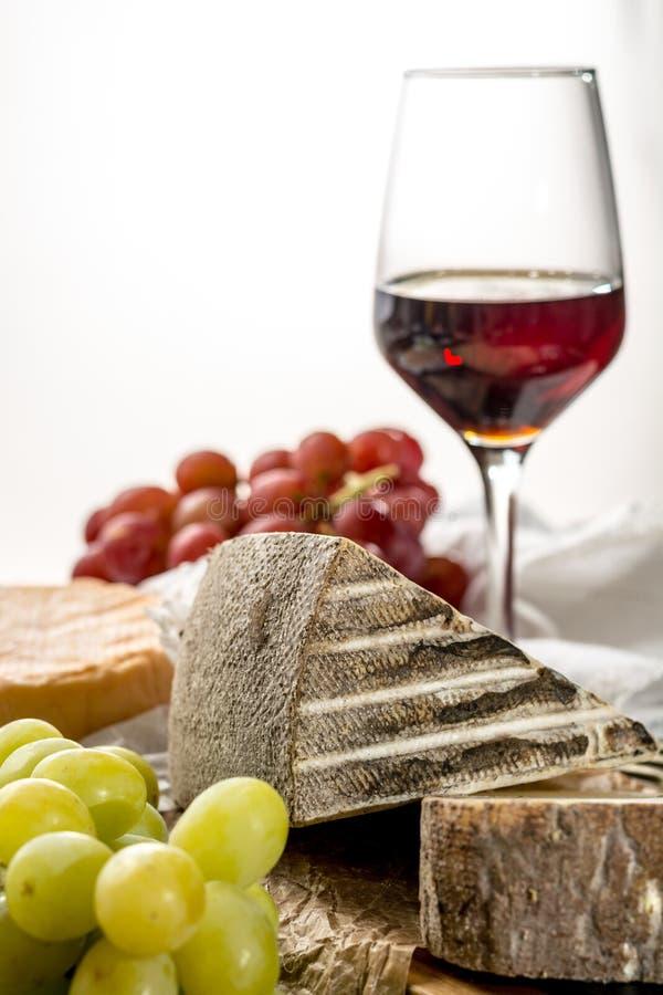 Kosztować antycznego francuskiego demi miękki ser Tomme od Francuskiego Alp obraz royalty free