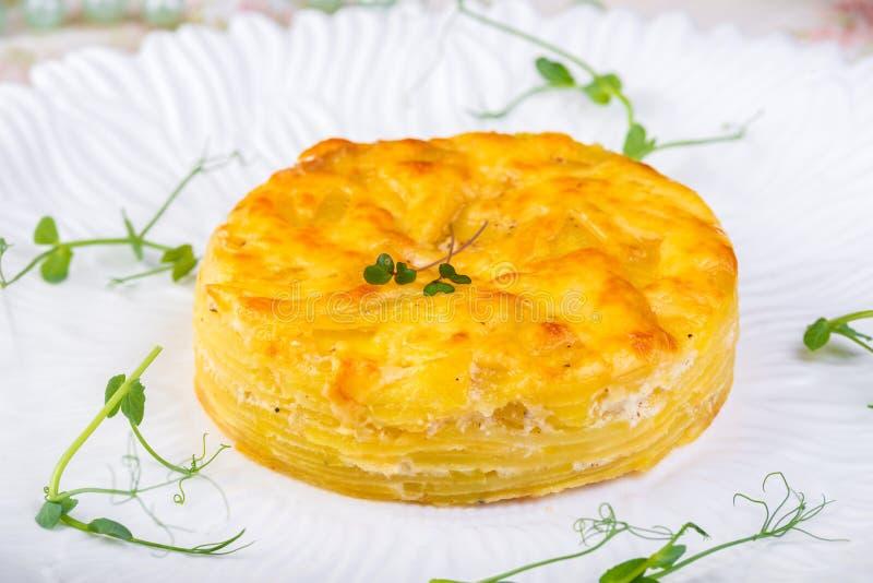 Kosztować stary francuz AOC miękki pudgent żółty serowy Livarot i Munster, robić od krowy mleka sera francuskiego zakończenia up obrazy royalty free