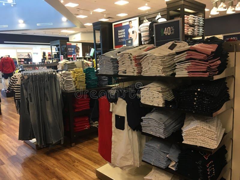 Koszula & cajgi są na sprzedaży obrazy royalty free