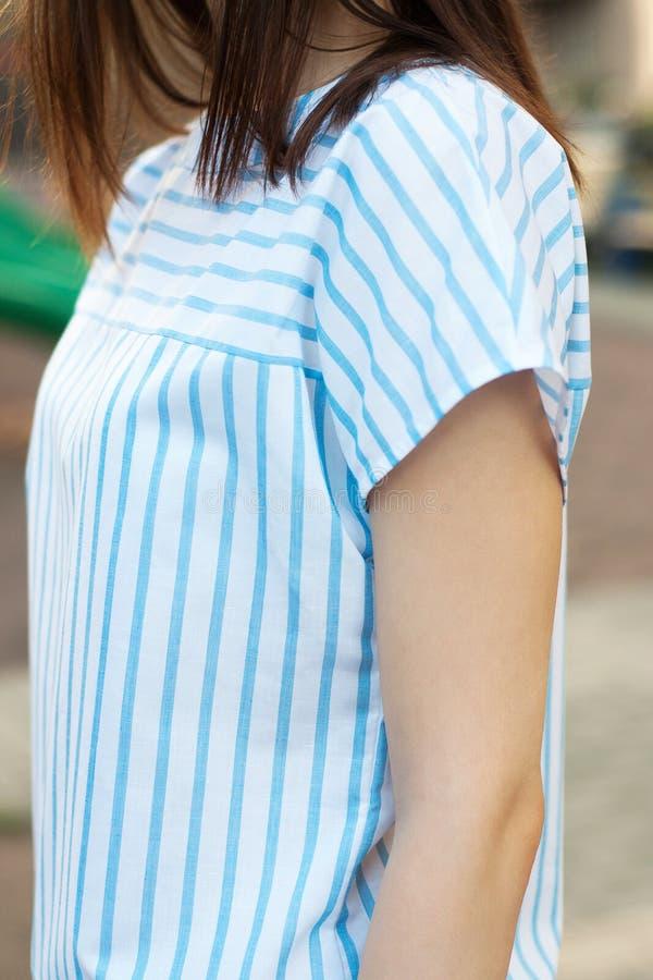 Koszula z błękitnymi lampasami zdjęcia stock