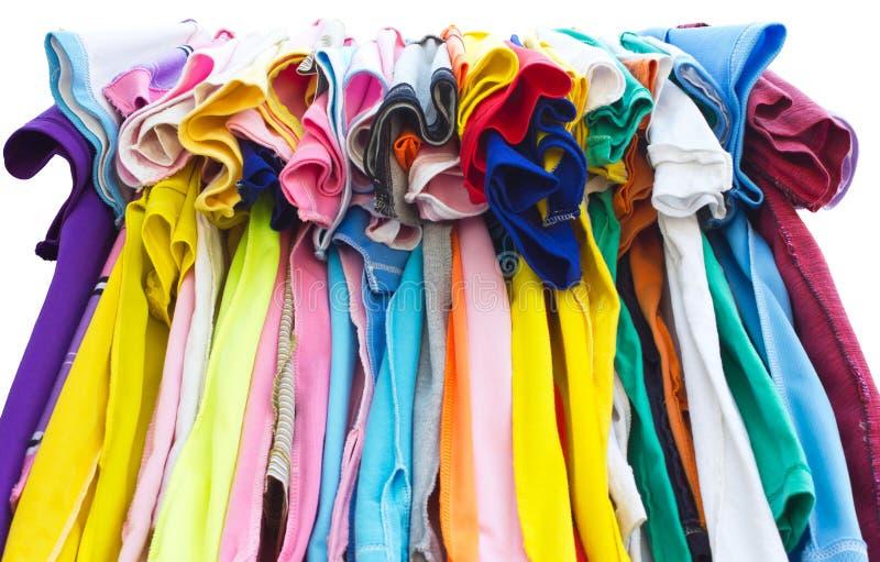 Koszulki z różnymi kolorami. zdjęcie royalty free