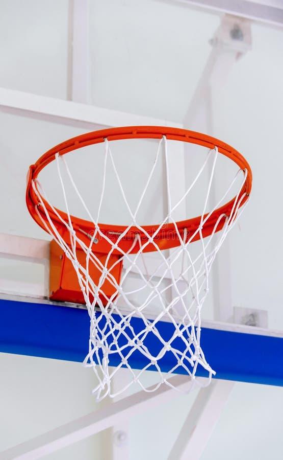 Koszykówka obręcza klatka, odosobniony wielki backboard zbliżenie, nowy outd obrazy stock