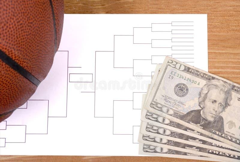 Marcowy obłąkanie koszykówki wspornik i Rozniecony pieniądze obraz stock