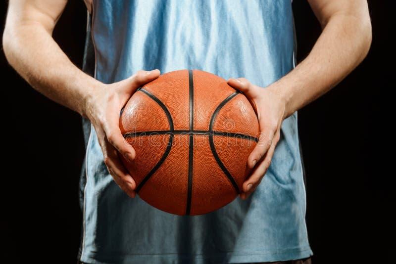 Koszykówka w rękach gracz obrazy royalty free