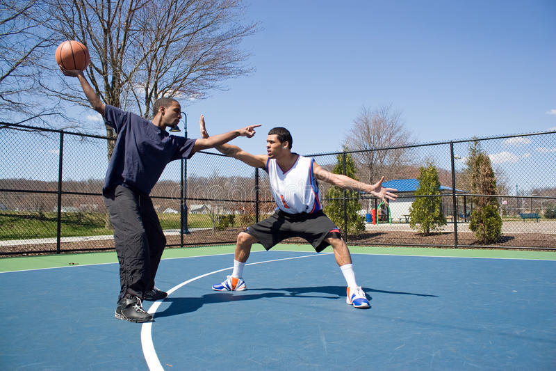 koszykówki mężczyzna bawić się zdjęcia stock