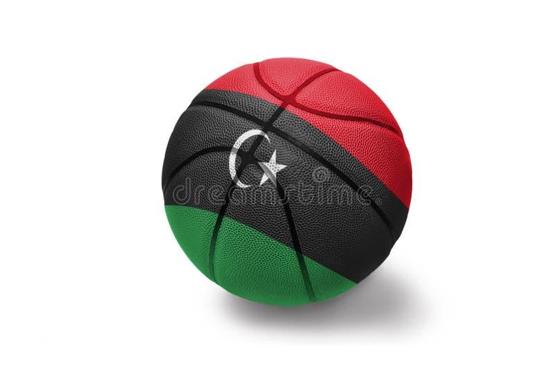 Koszykówki piłka z flagą państowową Libya na białym tle fotografia royalty free