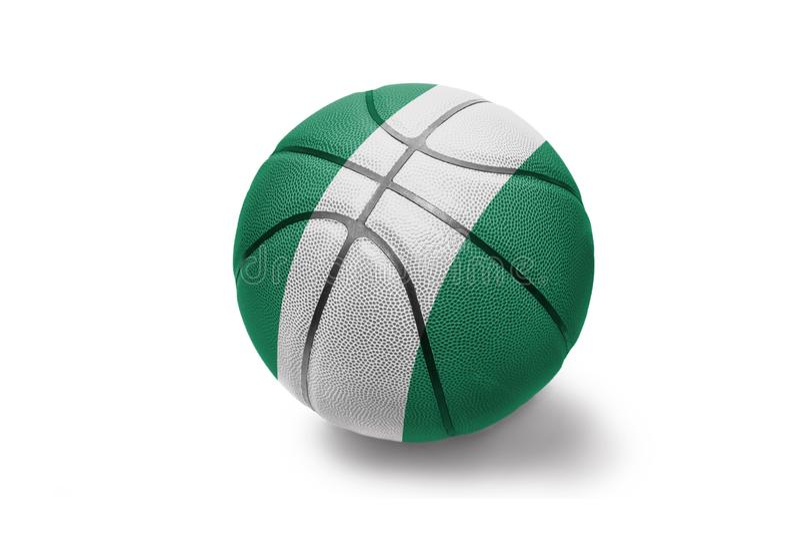 Koszykówki piłka z flagą państowową Nigeria na białym tle obraz royalty free