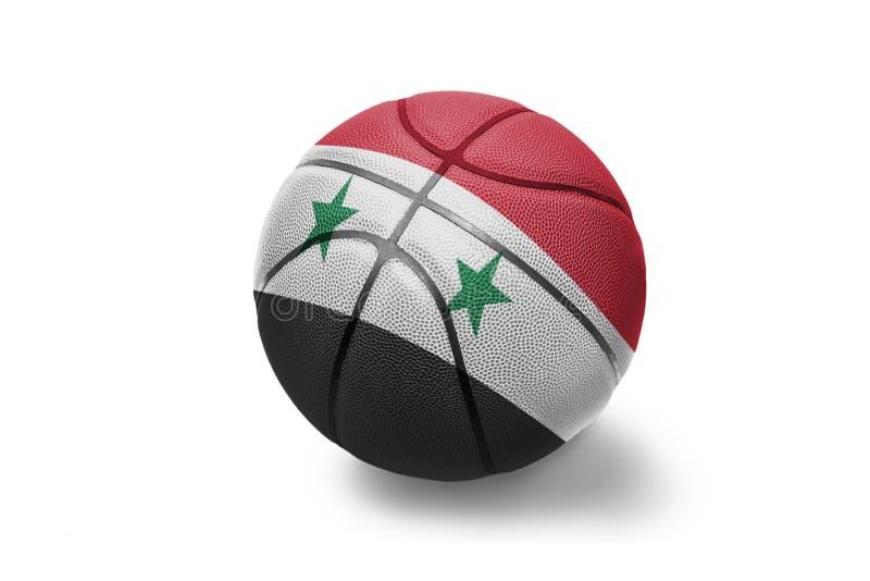 Koszykówki piłka z flagą państowową Syria na białym tle zdjęcia royalty free
