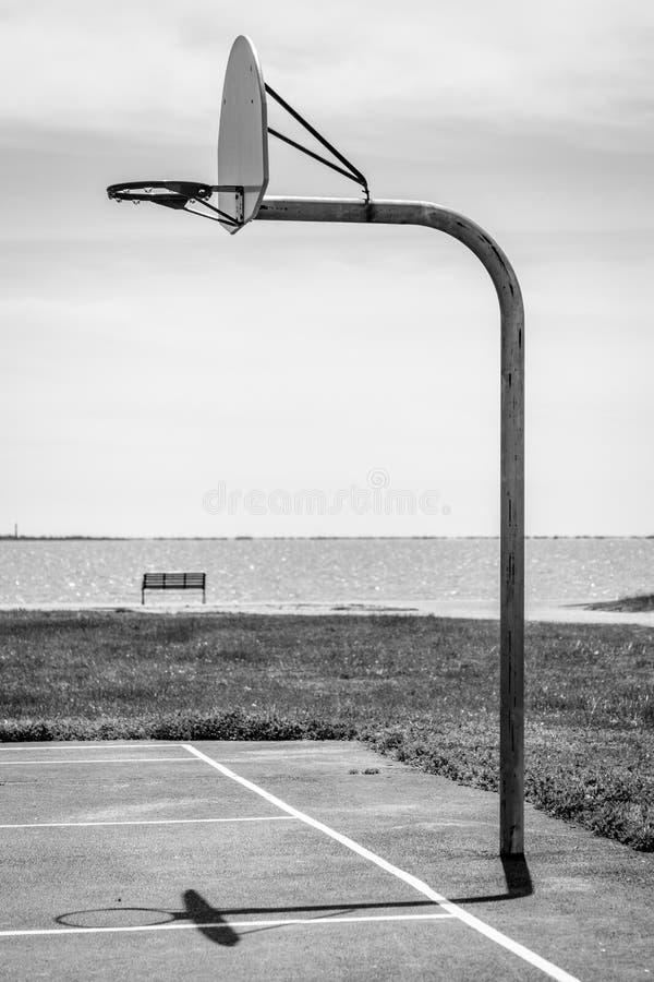 Koszykówki połówki sąd zdjęcia stock