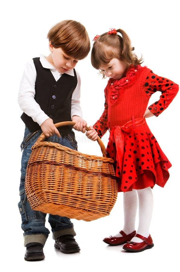 koszykowi piękni dzieci dwa obraz stock