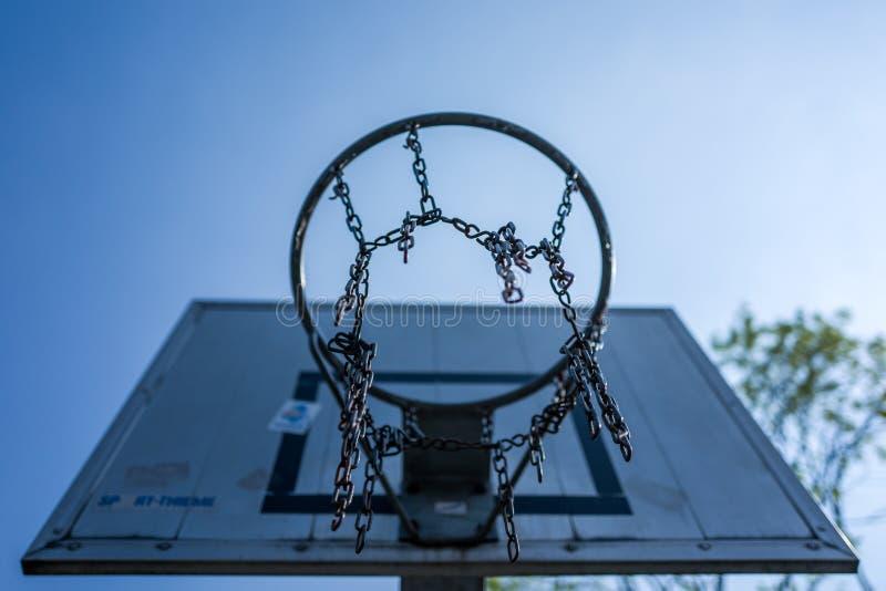 Koszykowy Balowy kosz przy Altengroden szkołą w Wilhelmshaven, Niemcy fotografia royalty free