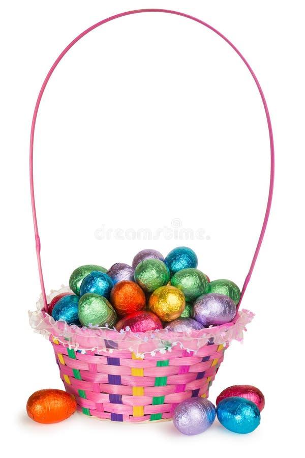 Koszykowy pełny Czekoladowi Wielkanocni jajka obrazy royalty free