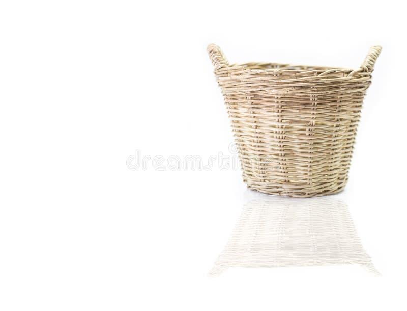 koszykowy tło ścinek zawrzeć odosobnionego ścieżki biel wicker zdjęcia stock