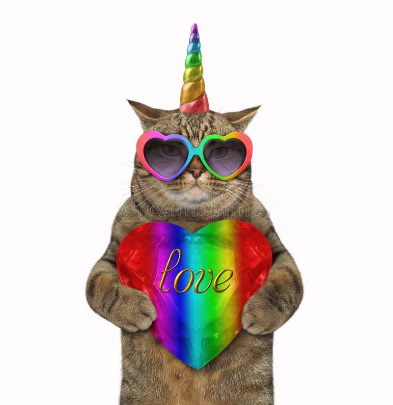 Kot jednorożec trzyma krystalicznego serce fotografia stock