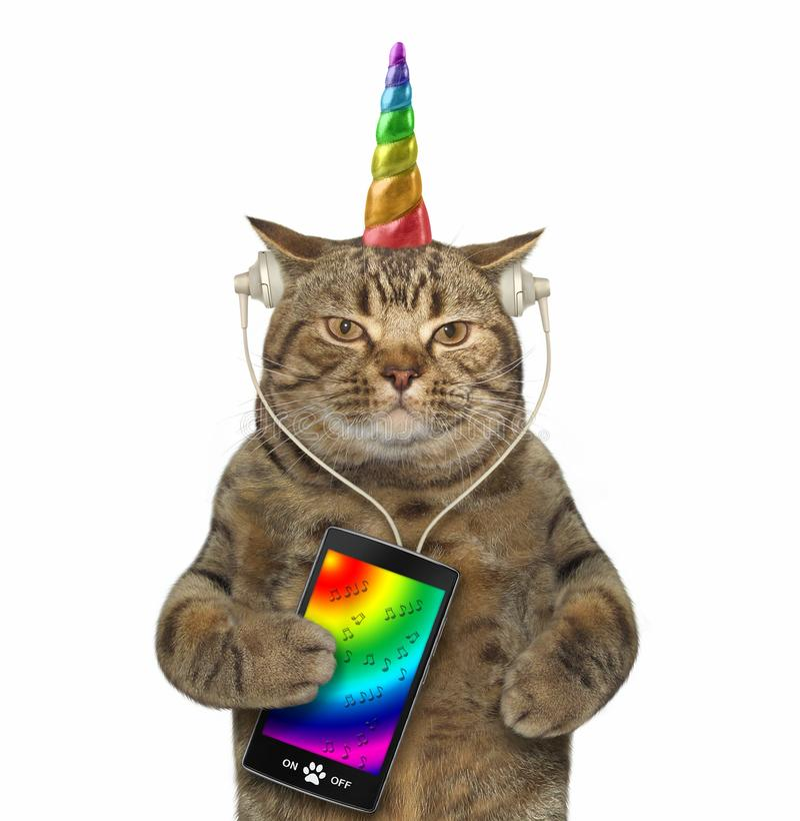 Kot jednorożec w hełmofonach z smartphone 3 obrazy stock