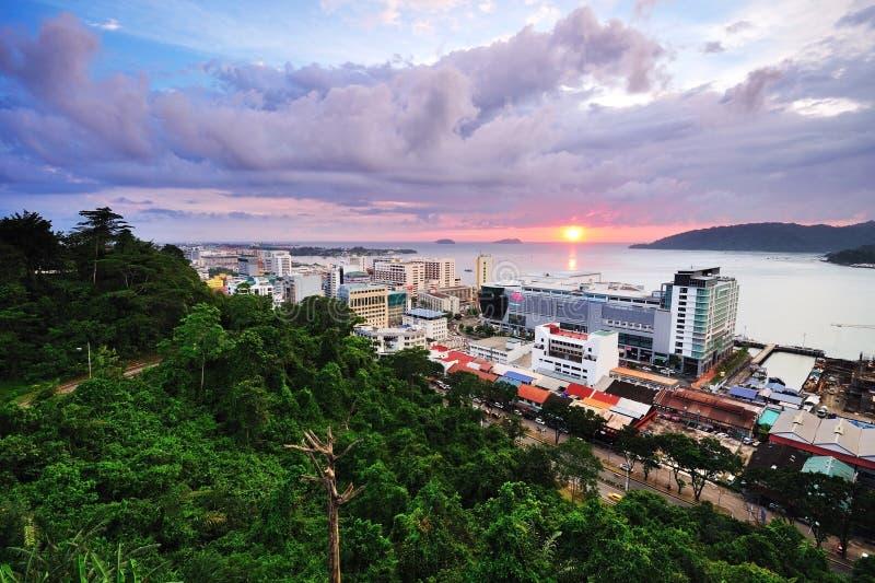 Kota Kinabalu Cityscape al tramonto fotografia stock