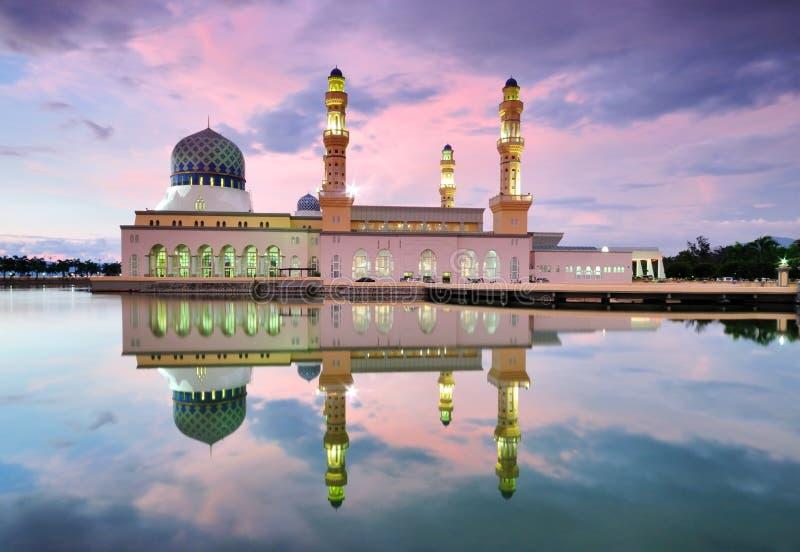 Kota Kinabalu Floating Mosque au coucher du soleil image libre de droits