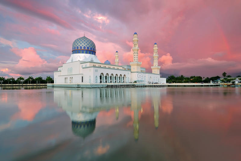 Kota Kinabalu Sabah Floating Mosque arkivfoto