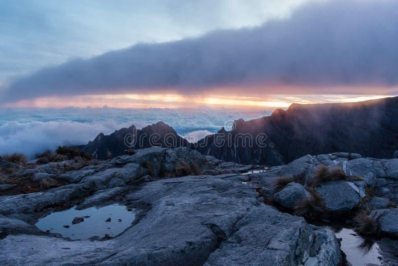Kota Kinabalu-top bij zonsopgang royalty-vrije stock fotografie