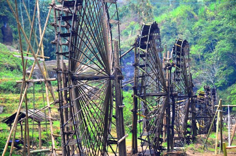 Kota kota wioska blisko Sapa miasteczka Wietnam Wodnego koła elektrownia fotografia stock