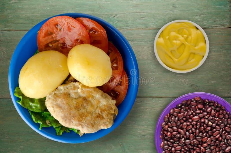 Kotelet met aardappels op een plaat royalty-vrije stock foto's