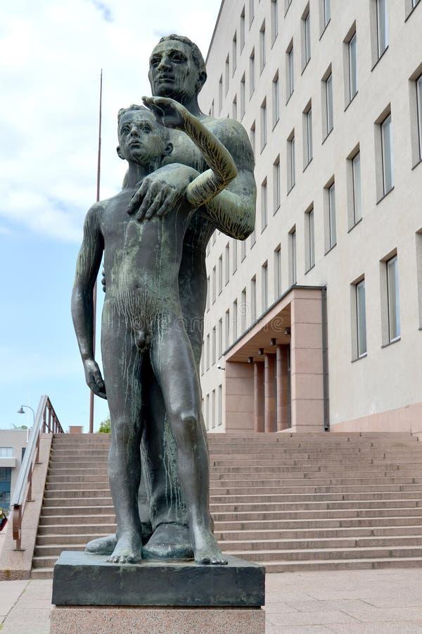 Kotka, Finlande Fils d'un ` de sculpture en ville de ` de Kotka photos libres de droits