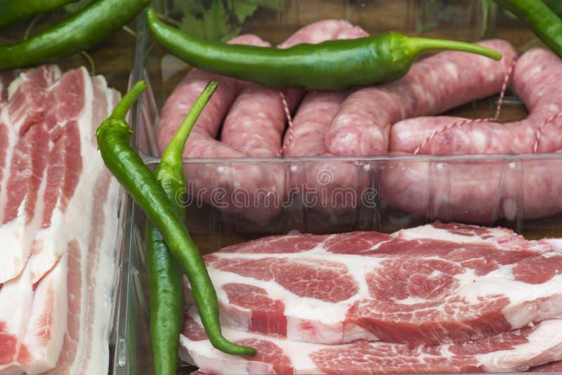 Kotleciki, bekon i kiełbasy dla grilla, zdjęcia stock