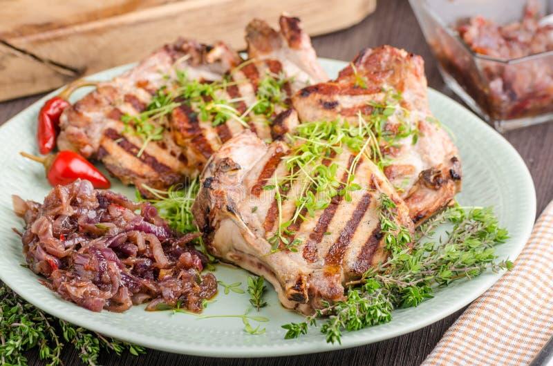 kotleciki piec na grillu wieprzowinę zdjęcie royalty free