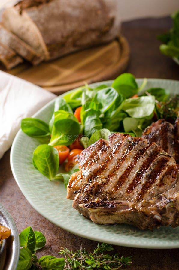 kotleciki piec na grillu wieprzowinę zdjęcie stock