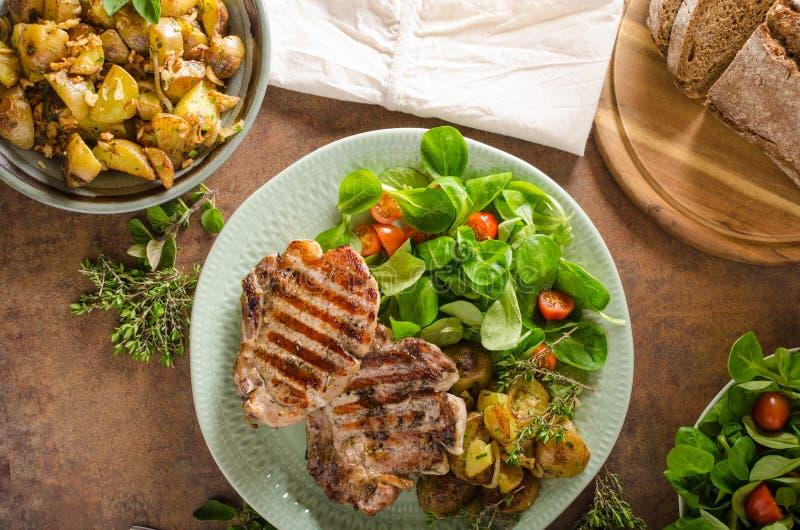 kotleciki piec na grillu wieprzowinę zdjęcia stock