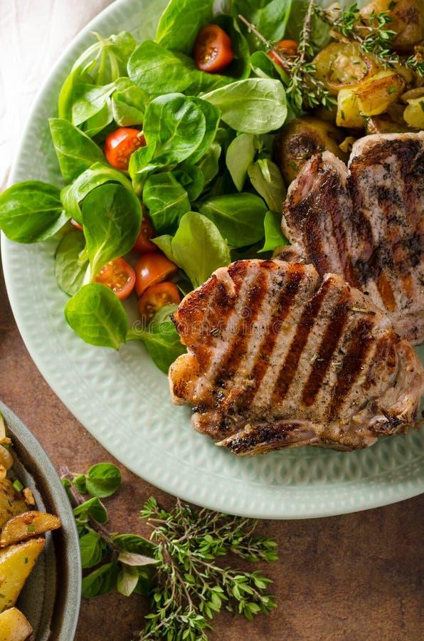kotleciki piec na grillu wieprzowinę fotografia royalty free