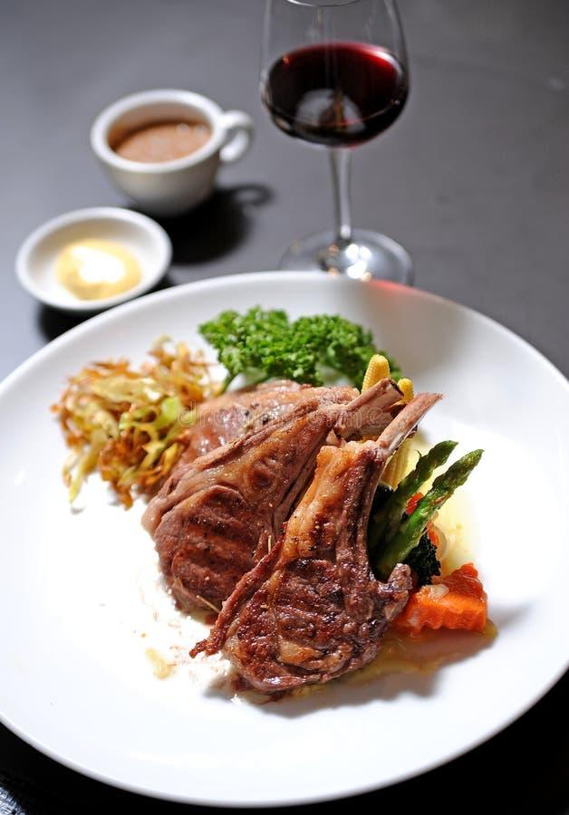 kotletter grillad lamb royaltyfri bild