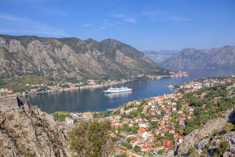 Kotor-Bucht an einem Sommertag stockbilder